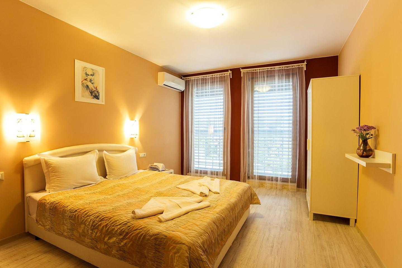 Апартамент с 1 самостоятелна и 1 преходна спалня, и морска панорама